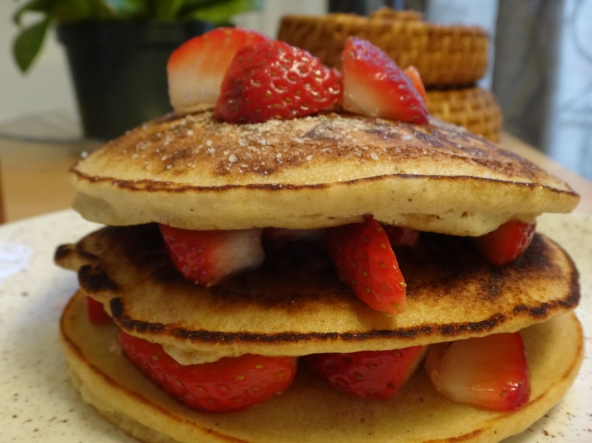 brown rice pancakes with fresh strawberries and cinnamon sugar