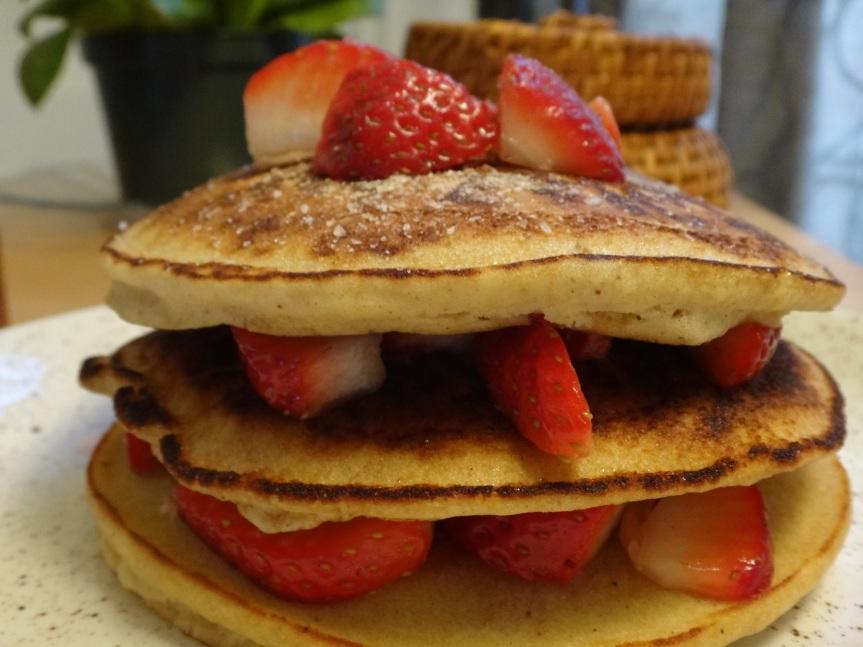 brown rice pancakes with fresh strawberries and cinnamon sugar