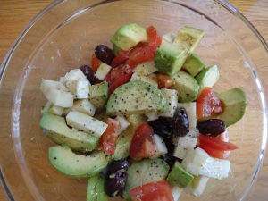 tomato avocado and mozzarella salad